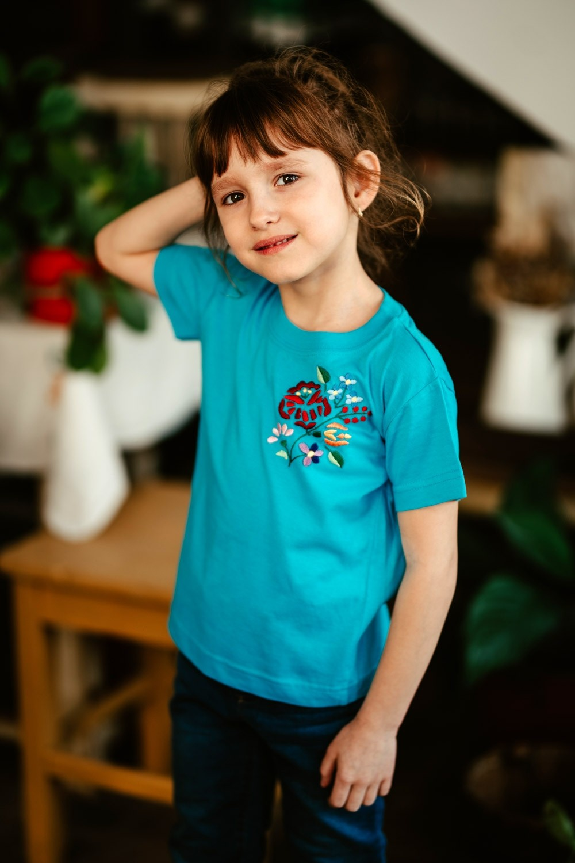 Dievčenské tričko s farebnou výšivkou - DT005