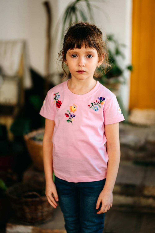 Dievčenské tričko s farebnou výšivkou - DT006