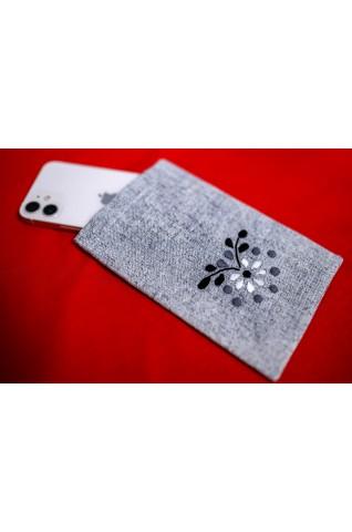 Hímzett mobiltelefon tok - D008